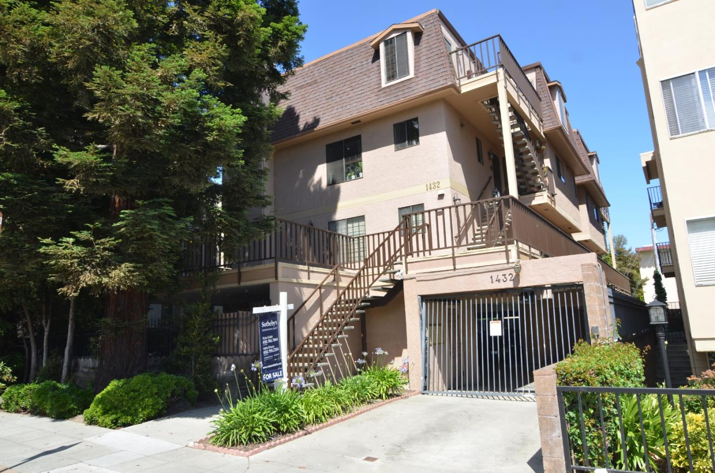 Detail Gallery Image 1 of 1 For 1432 San Carlos Ave #5,  San Carlos,  CA 94070 - 2 Beds | 2/1 Baths
