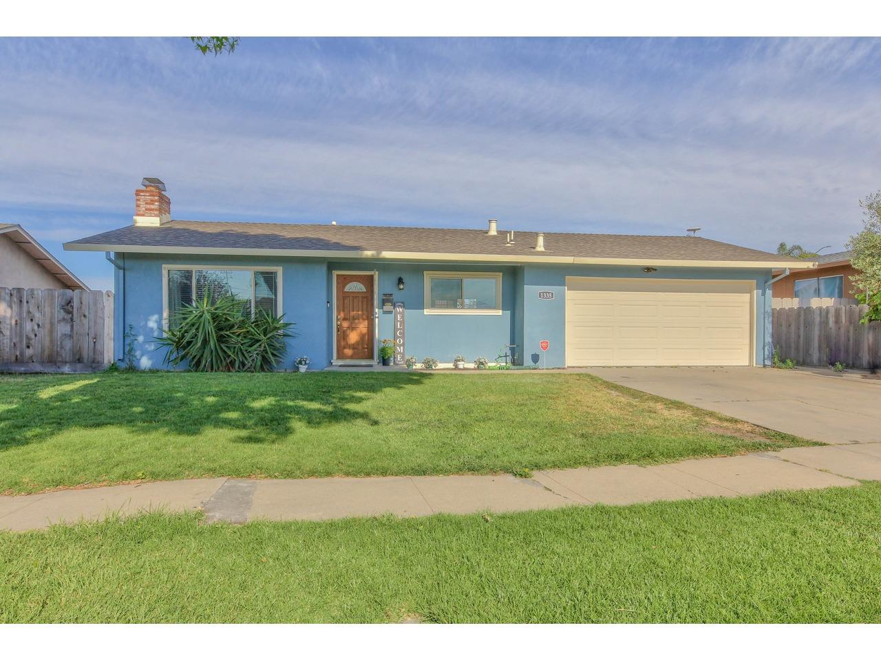 Detail Gallery Image 1 of 1 For 1335 Cherokee Dr, Salinas, CA 93906 - 3 Beds | 2 Baths