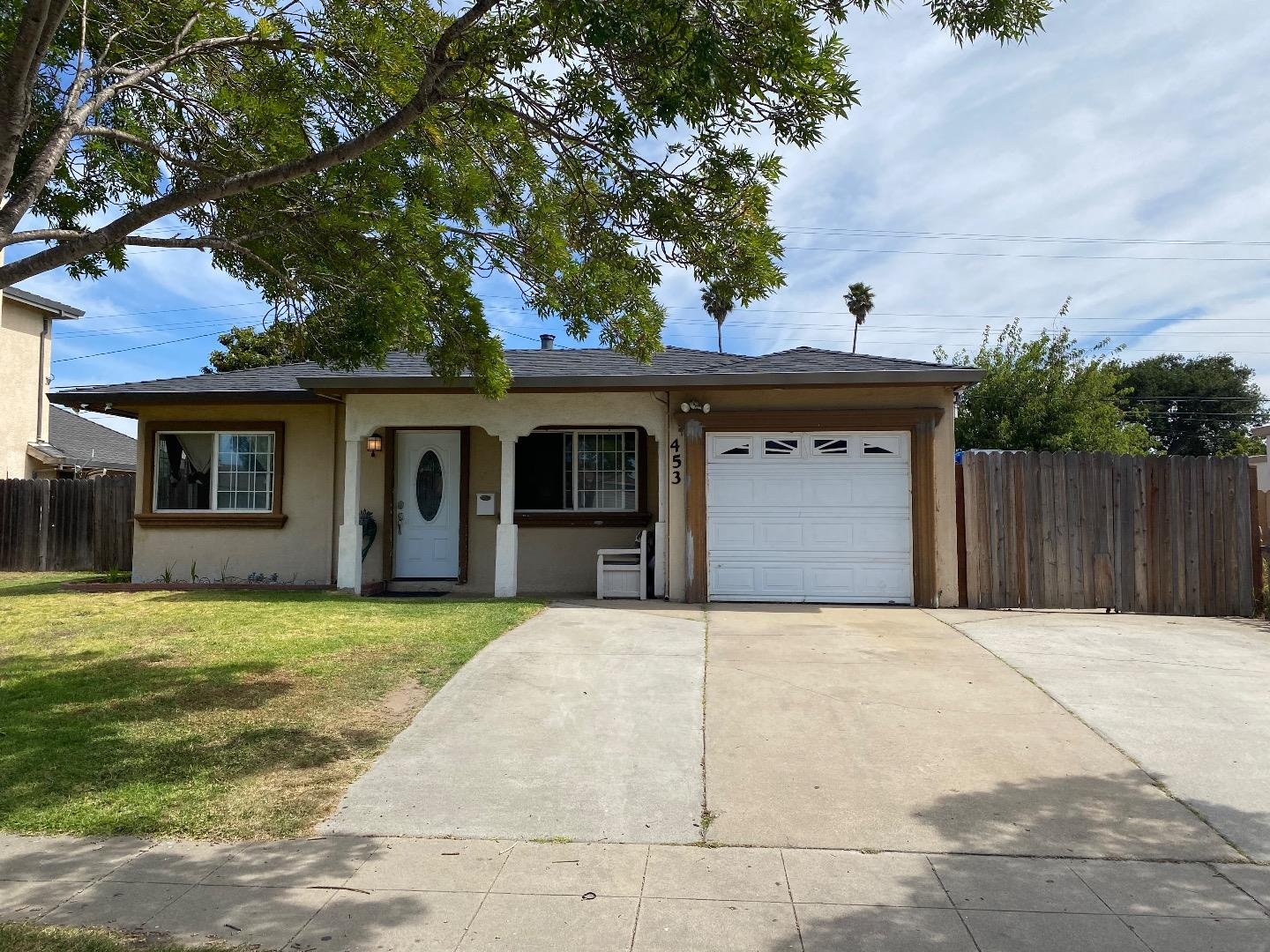 Detail Gallery Image 1 of 11 For 453 Chaparral St, Salinas, CA 93906 - 3 Beds | 1 Baths