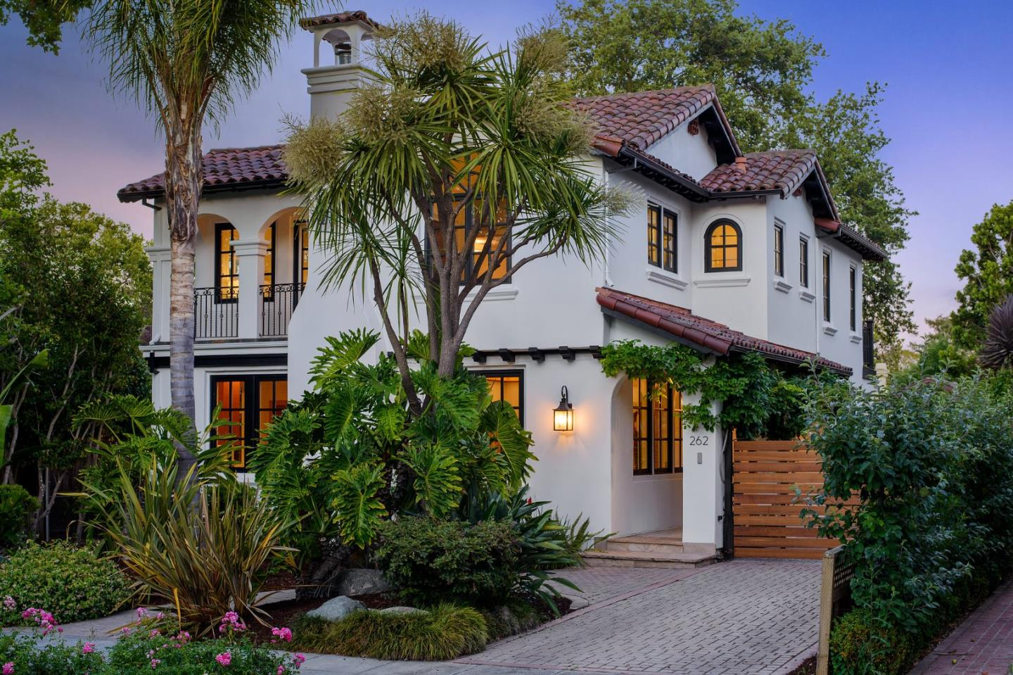 Detail Gallery Image 1 of 1 For 262 Rinconada Ave, Palo Alto, CA 94301 - 6 Beds   4 Baths