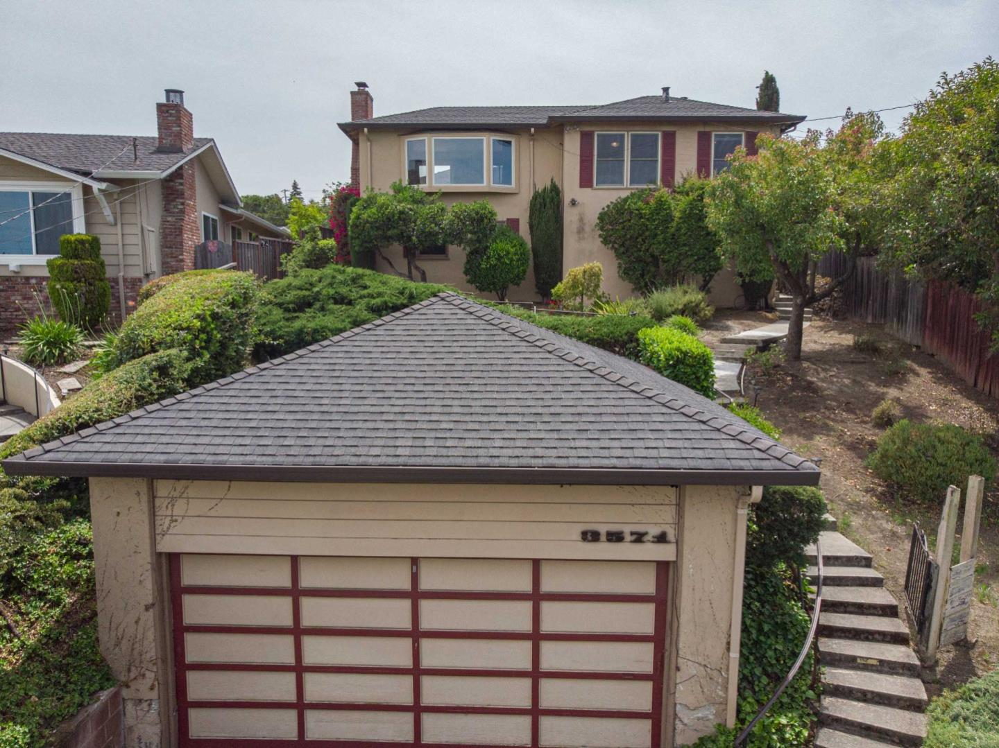 Detail Gallery Image 1 of 36 For 3571 Altamont Way, Redwood City, CA 94062 - 3 Beds | 2 Baths