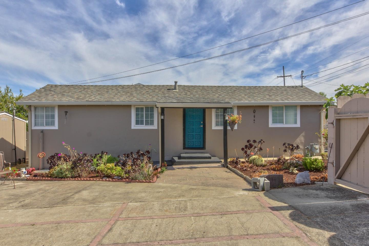 Detail Gallery Image 1 of 29 For 1673 Hilton St, Seaside, CA 93955 - 1 Beds | 1 Baths