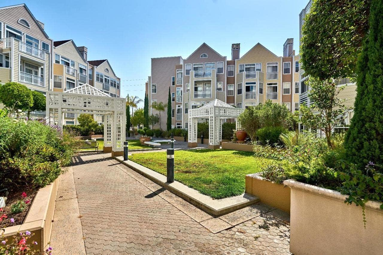 Detail Gallery Image 1 of 28 For 550 Ortega Ave #A404,  Mountain View,  CA 94040 - 2 Beds   2 Baths