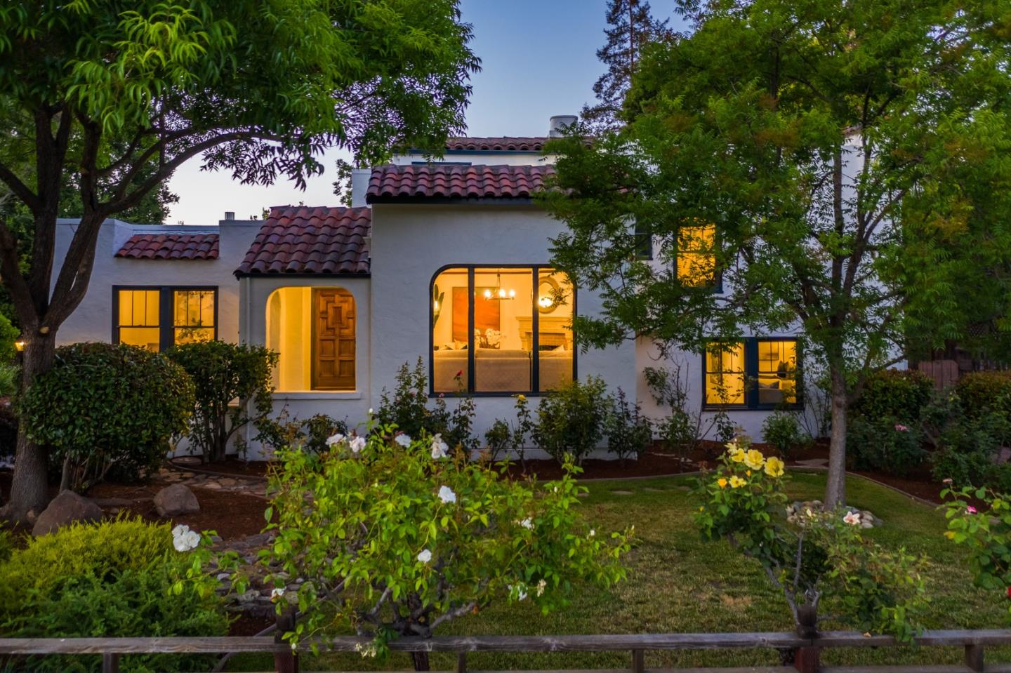 Detail Gallery Image 1 of 1 For 654 Hermosa Way, Menlo Park,  CA 94025 - 4 Beds | 2 Baths