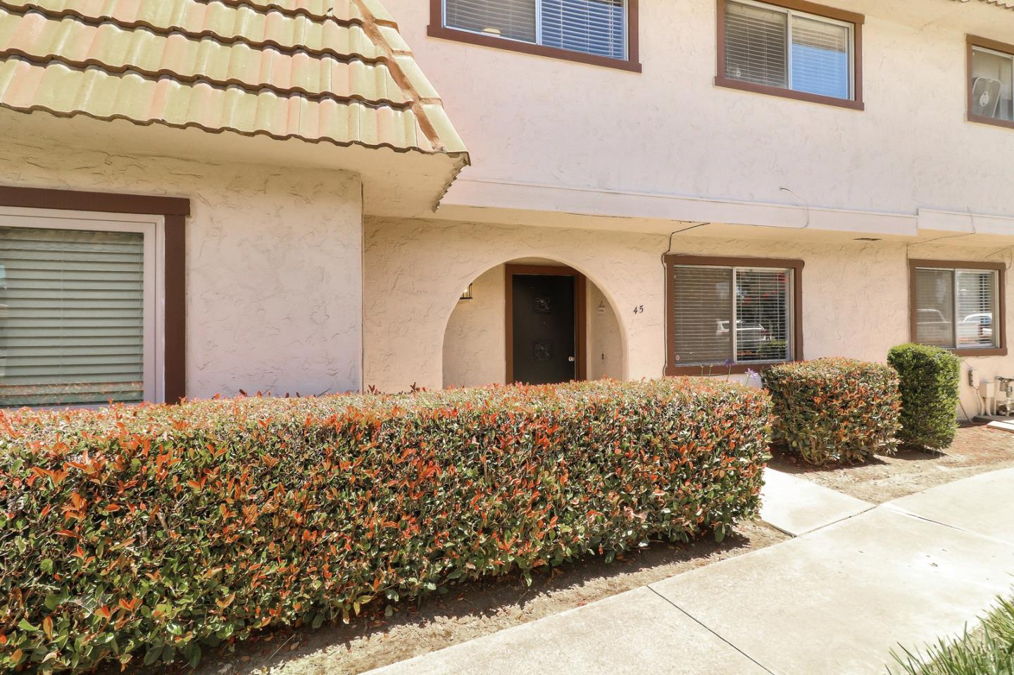 Detail Gallery Image 1 of 31 For 45 Villa Pacheco Ct, Hollister, CA 95023 - 3 Beds | 2/1 Baths