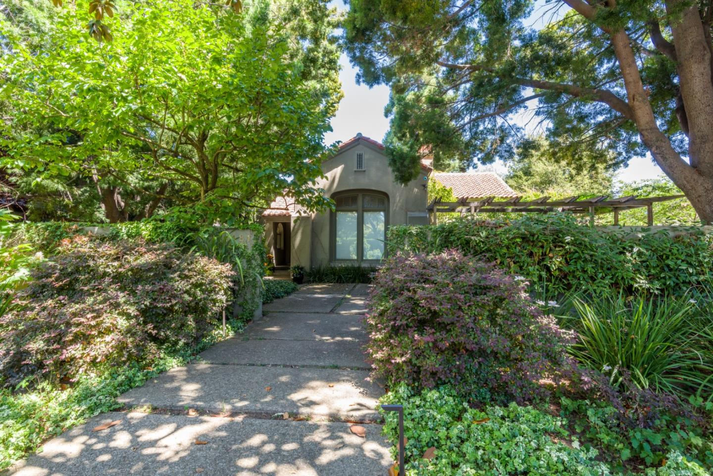 Detail Gallery Image 1 of 31 For 1181 Hamilton Ave, Palo Alto,  CA 94301 - 4 Beds | 2 Baths