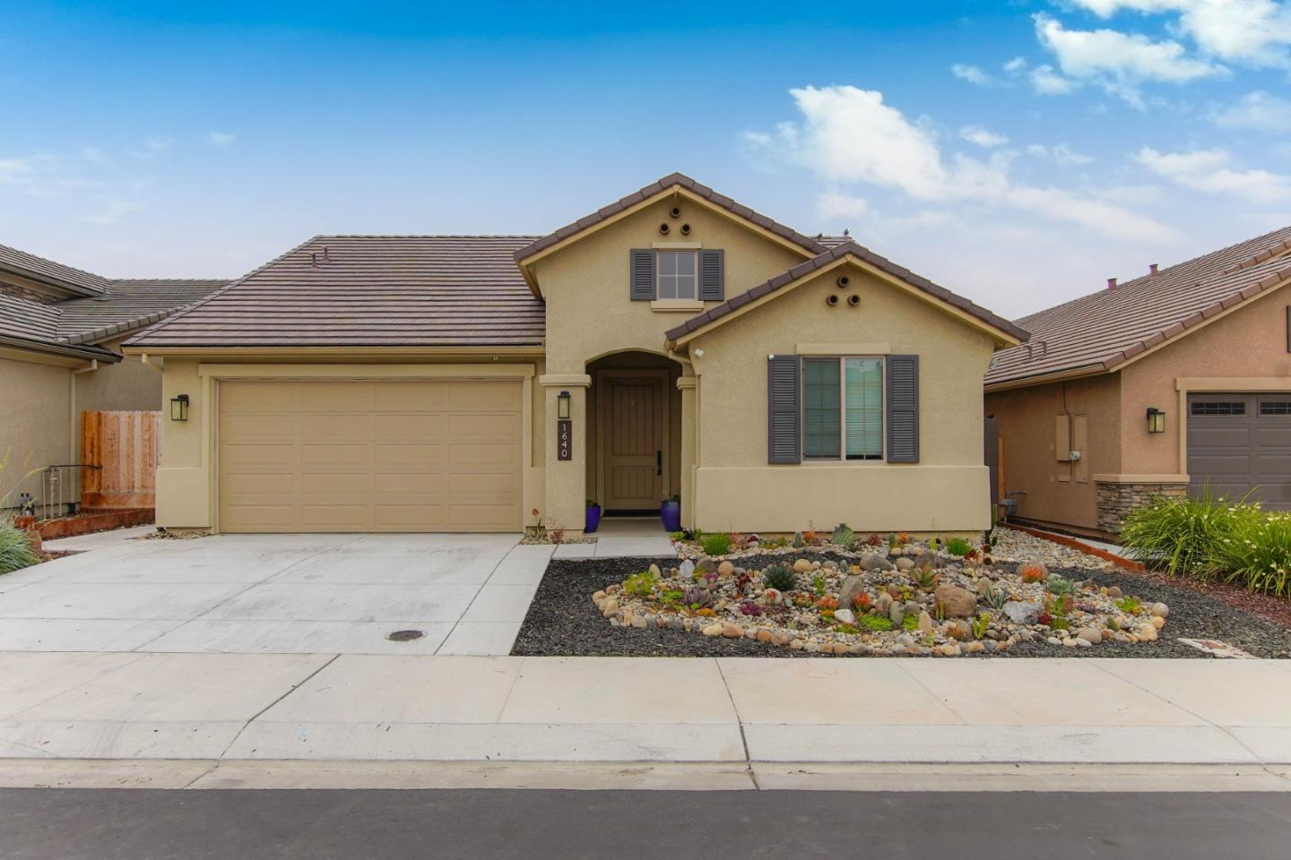 Detail Gallery Image 1 of 29 For 1640 Clover Ct, Hollister, CA 95023 - 3 Beds | 2 Baths