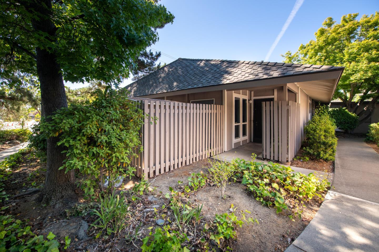 Detail Gallery Image 1 of 17 For 10546 Red Fir Ct, Cupertino, CA 95014 - 3 Beds | 2 Baths