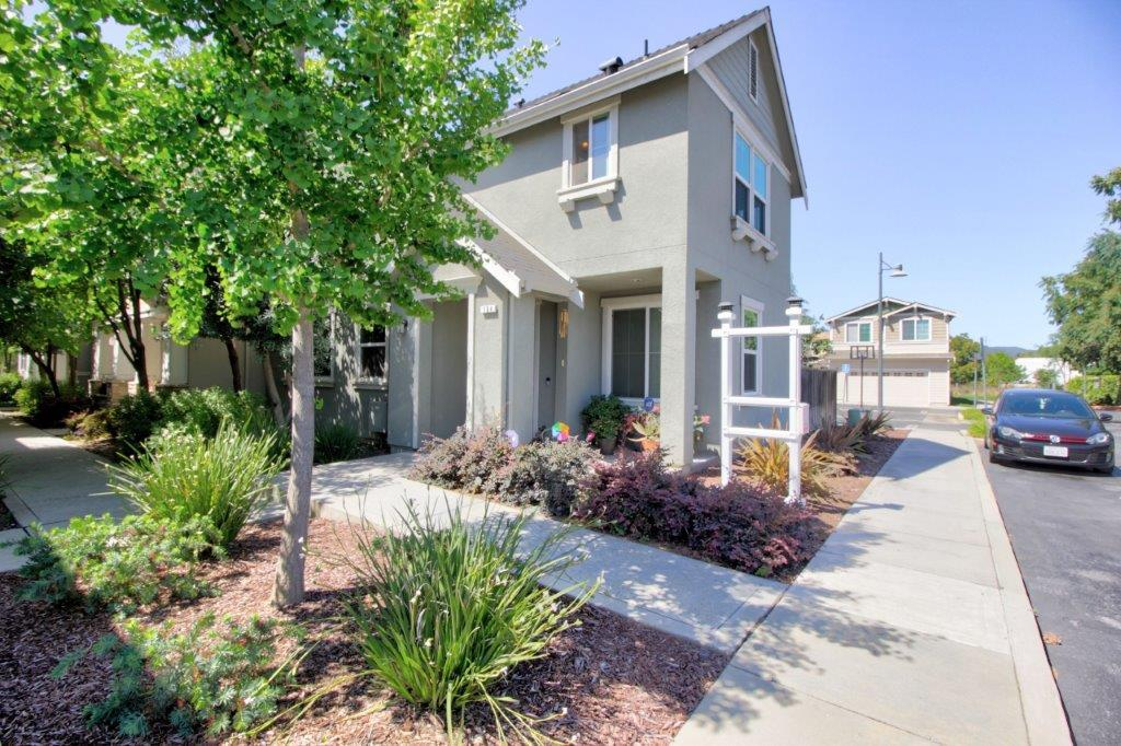 Detail Gallery Image 1 of 1 For 104 Caroline Ln, Gilroy,  CA 95020 - 3 Beds   2/1 Baths
