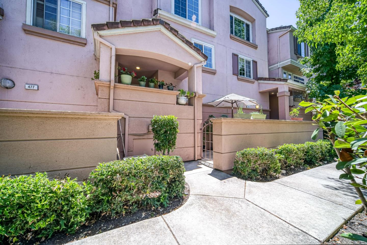Detail Gallery Image 1 of 17 For 475 Cascadita Ter, Milpitas, CA 95035 - 2 Beds | 2/1 Baths