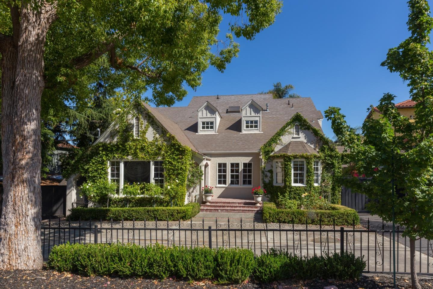 Detail Gallery Image 1 of 1 For 5471 Club Dr, San Jose,  CA 95127 - 4 Beds   3/2 Baths