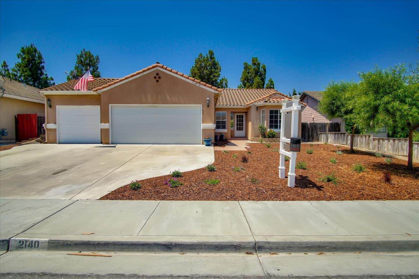 Detail Gallery Image 1 of 37 For 2140 Calistoga Dr, Hollister,  CA 95023 - 4 Beds | 2 Baths
