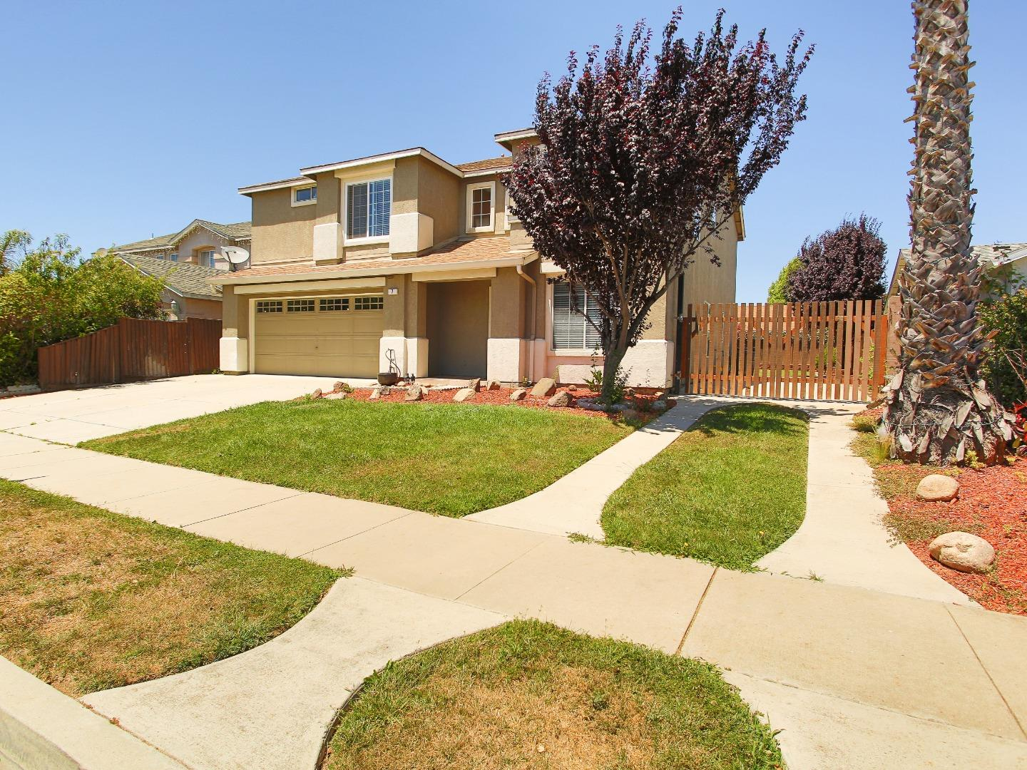 Detail Gallery Image 1 of 36 For 7 Chablis Cir, Salinas, CA 93906 - 4 Beds | 2/1 Baths
