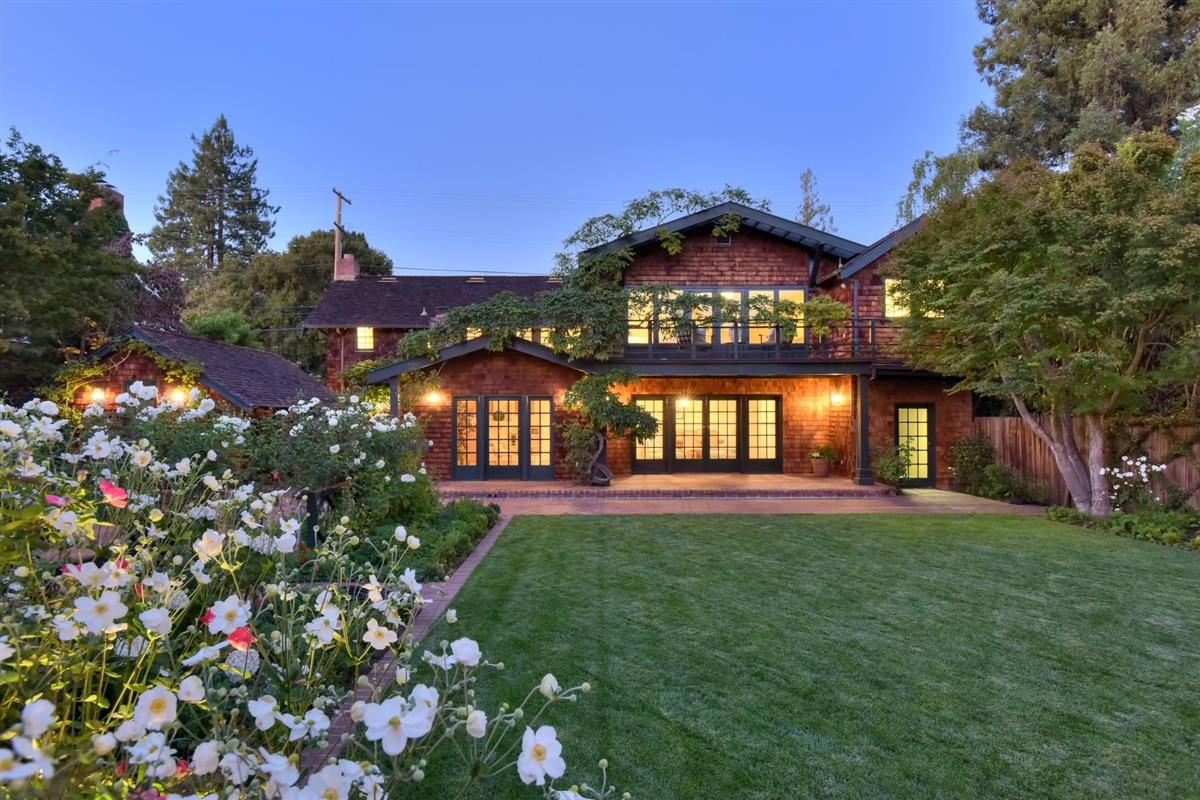 Detail Gallery Image 1 of 40 For 1550 Waverley St, Palo Alto, CA 94301 - 5 Beds | 2/1 Baths