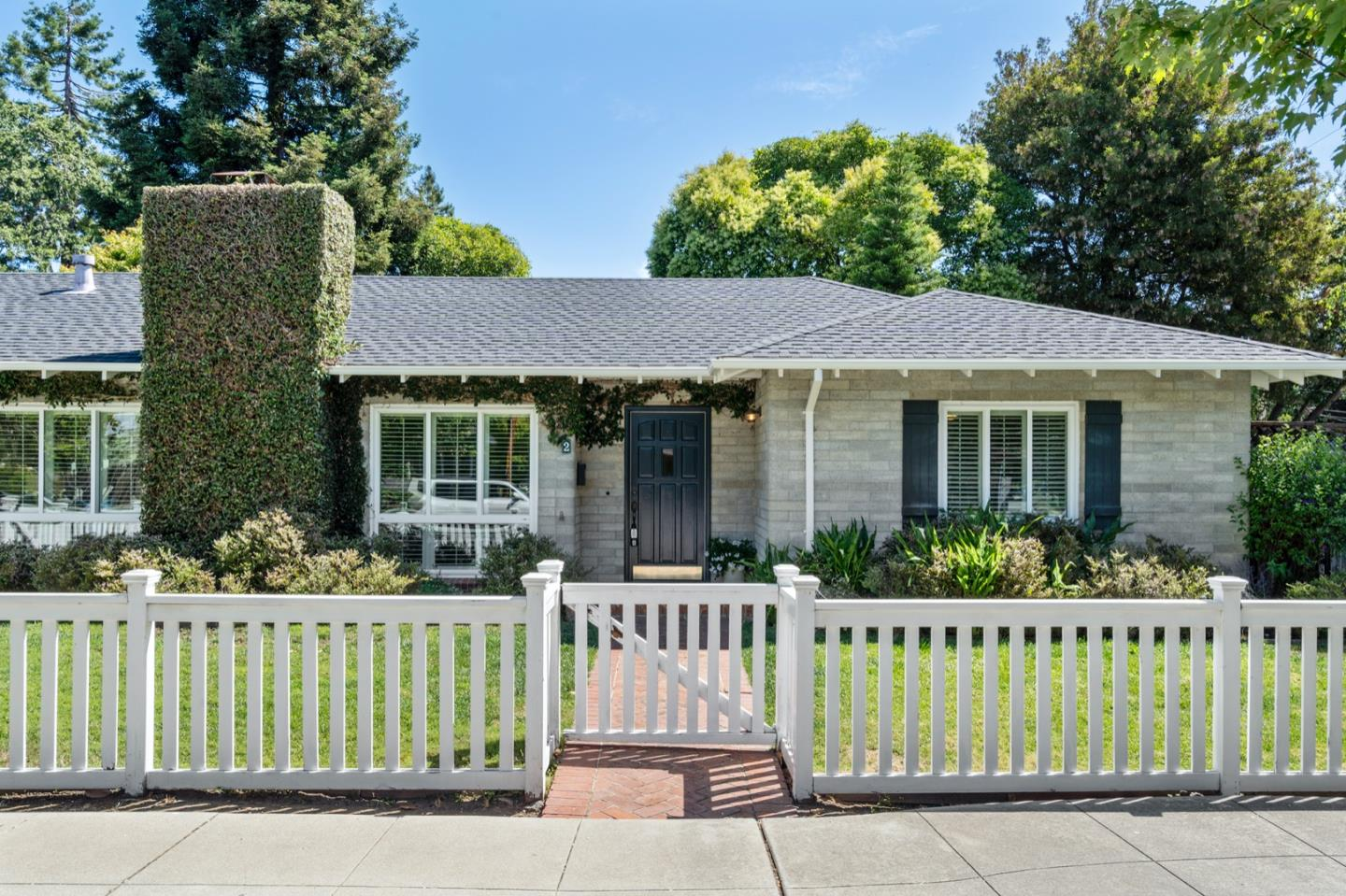 Detail Gallery Image 1 of 1 For 2 Turnsworth Ave, Redwood City,  CA 94062 - 2 Beds   1/1 Baths