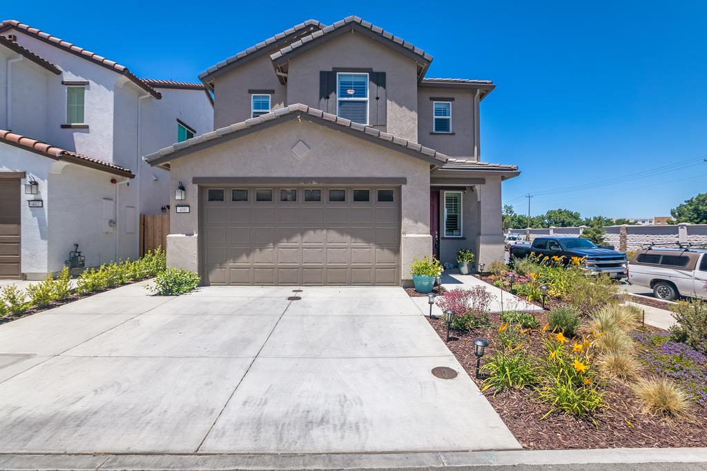 Detail Gallery Image 1 of 1 For 400 Stork Ln, Hollister,  CA 95023 - 3 Beds | 2/1 Baths