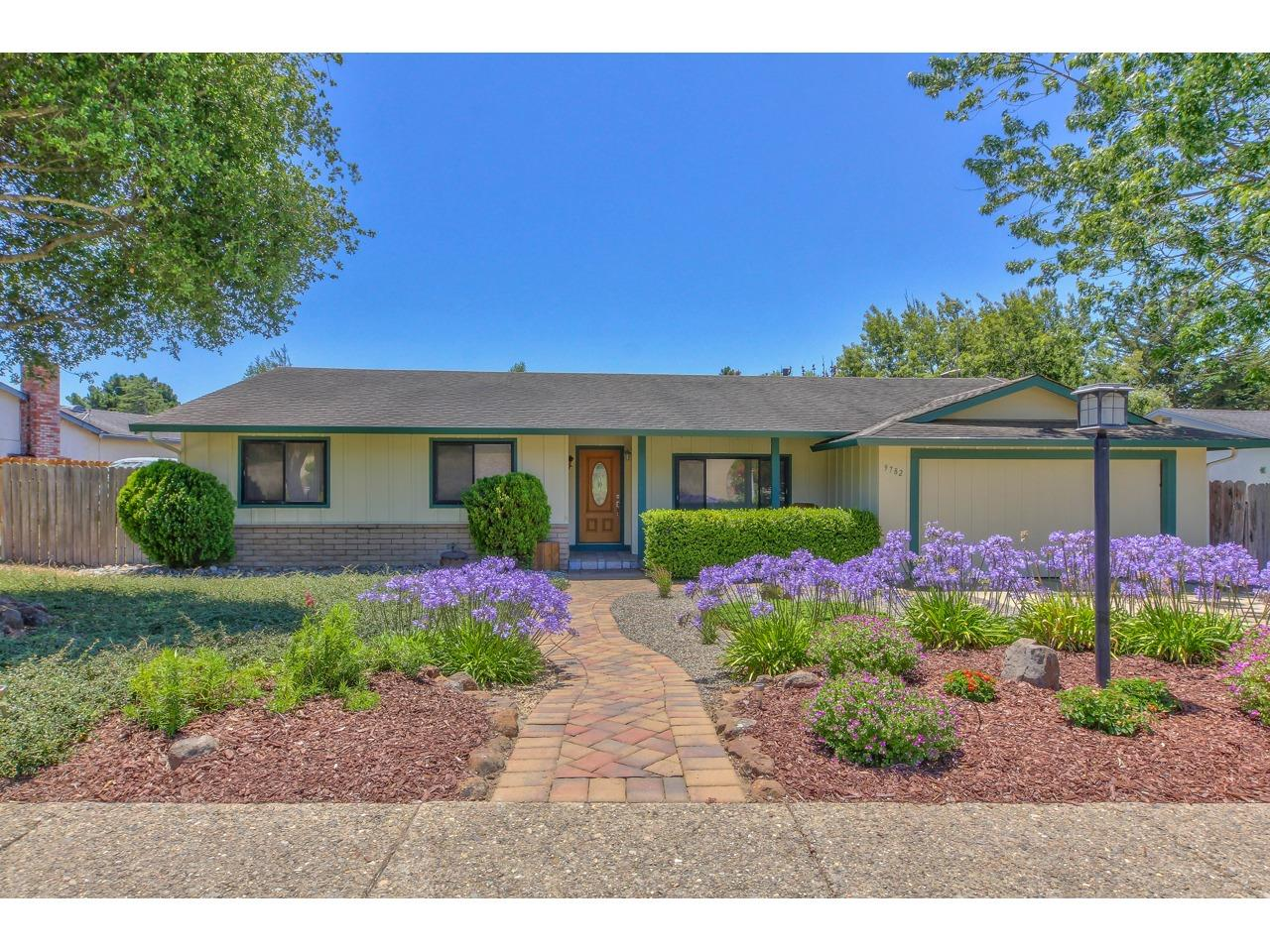 Detail Gallery Image 1 of 42 For 9782 Trefoil Pl, Salinas, CA 93907 - 3 Beds   2 Baths