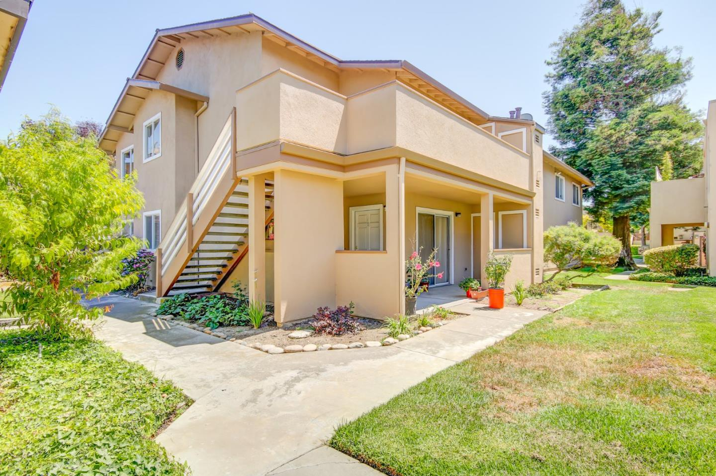 Detail Gallery Image 1 of 14 For 34 W San Joaquin St #8, Salinas, CA 93901 - 2 Beds   1 Baths