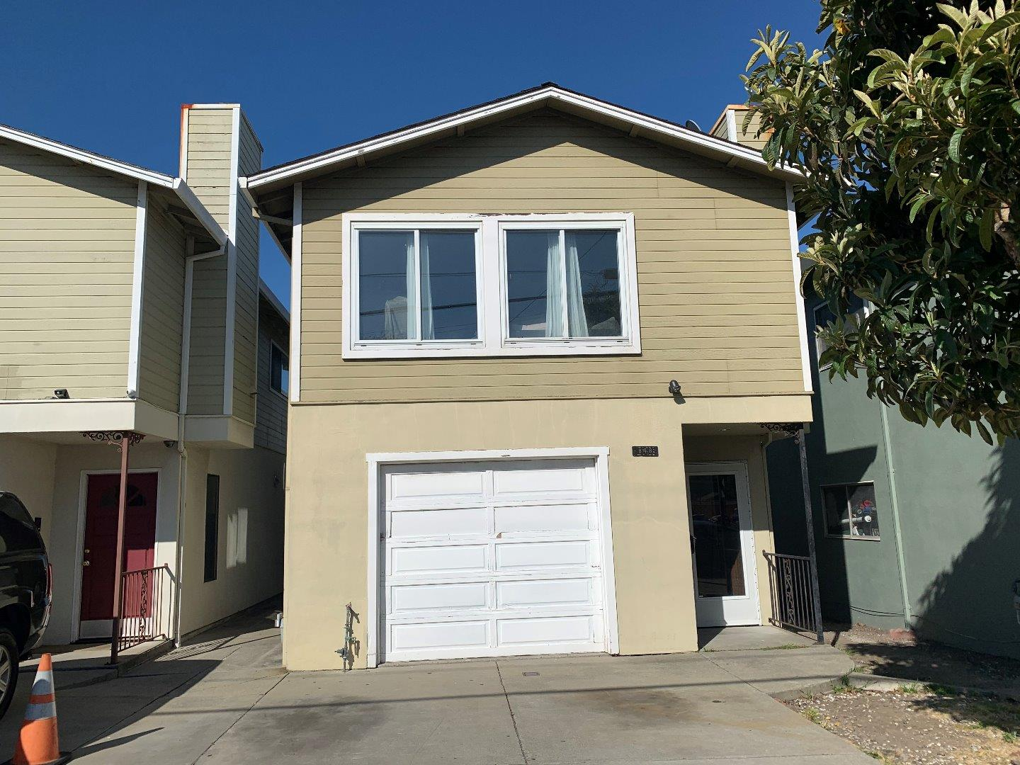 Detail Gallery Image 1 of 20 For 848 Mills Ave, San Bruno, CA 94066 - 2 Beds | 2 Baths