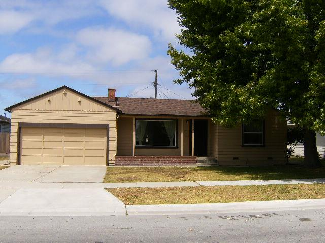 Detail Gallery Image 1 of 33 For 1249 Polk St, Salinas, CA 93906 - 3 Beds | 2 Baths
