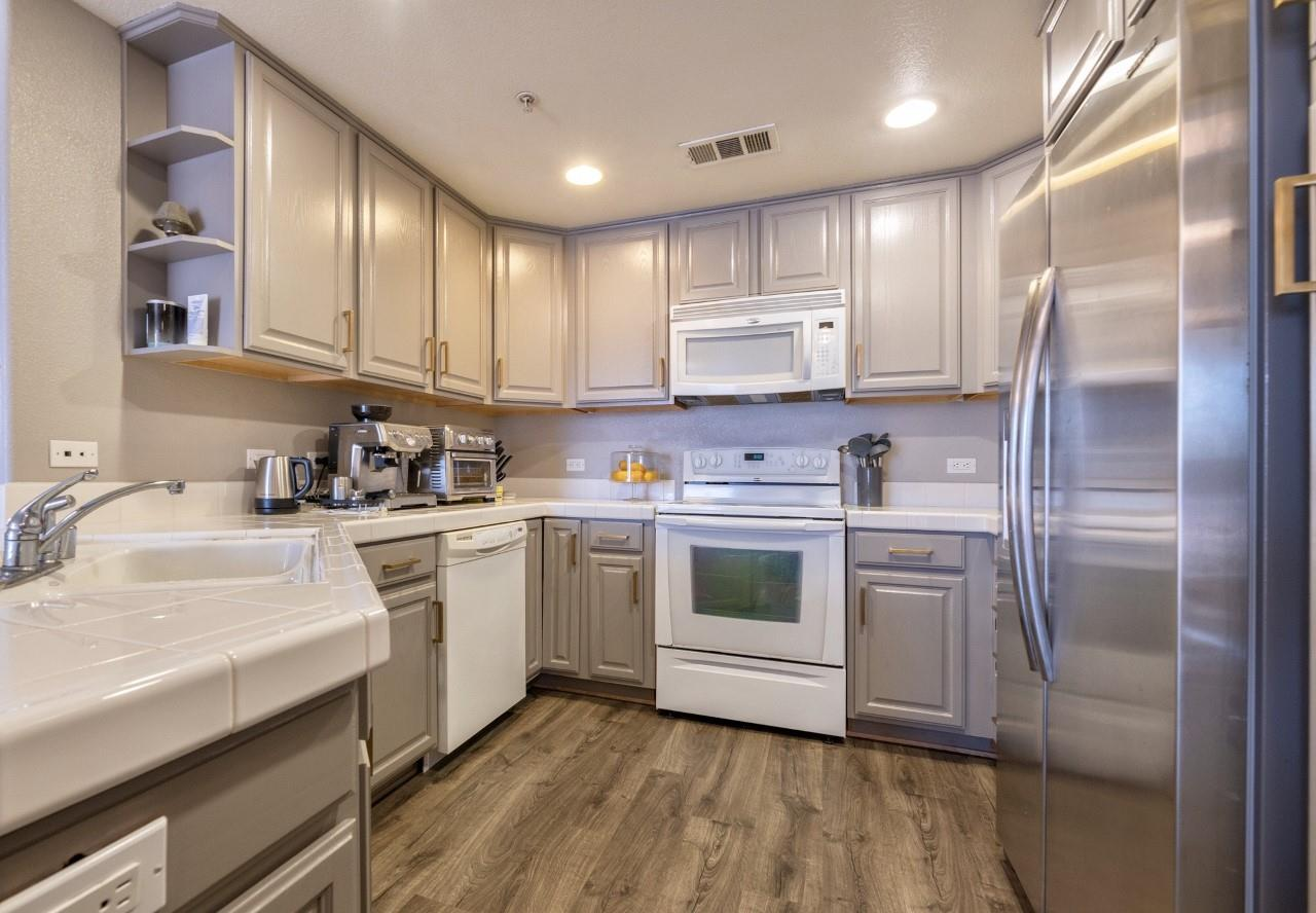 Detail Gallery Image 1 of 11 For 600 S Abel St #220, Milpitas, CA 95035 - 2 Beds | 2 Baths