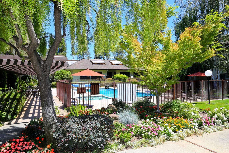 Detail Gallery Image 1 of 18 For 2140 Santa Cruz Ave #E110,  Menlo Park,  CA 94025 - 2 Beds | 2 Baths