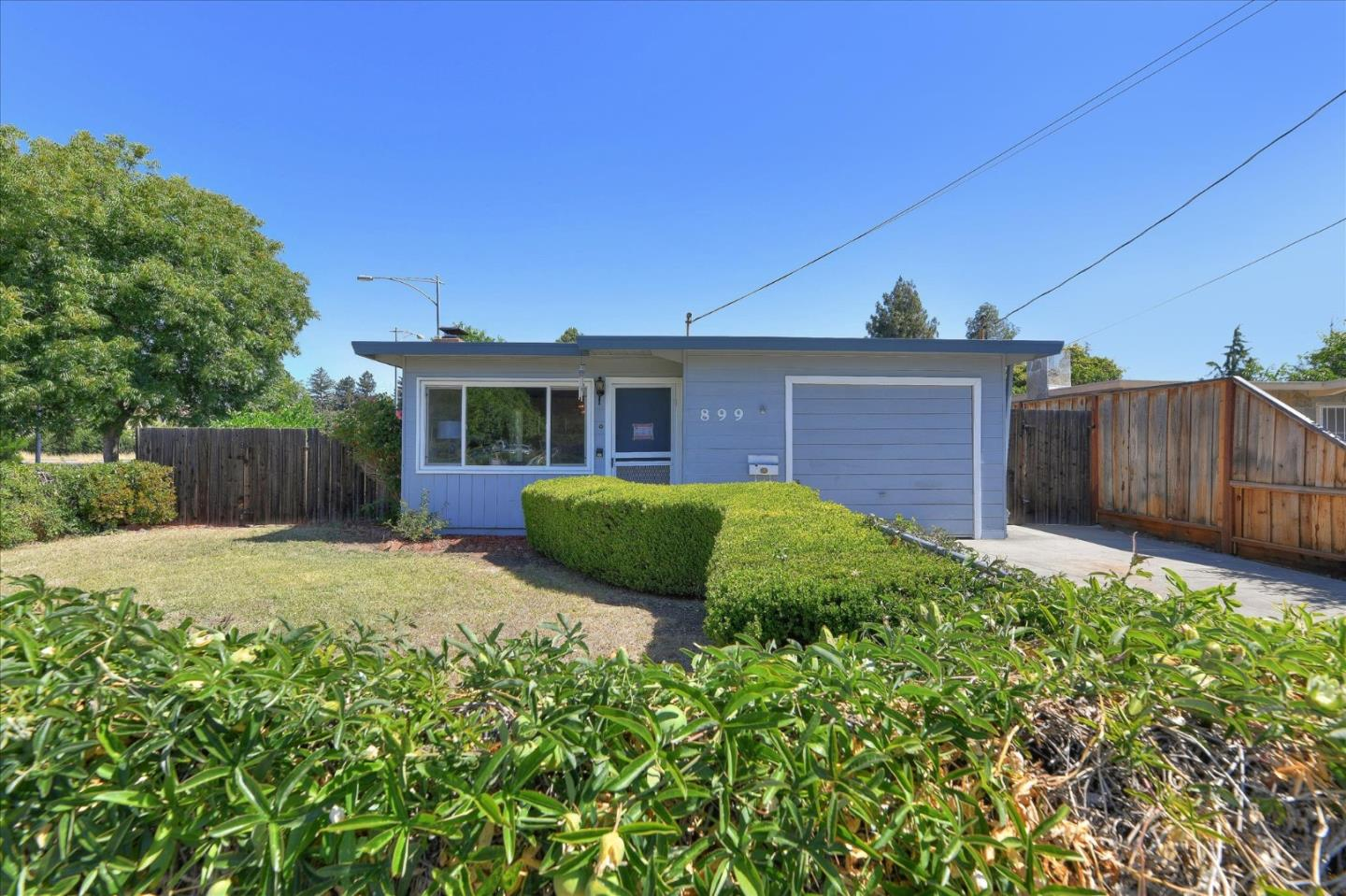 Detail Gallery Image 1 of 28 For 899 Shirley Ave, Sunnyvale,  CA 94086 - 3 Beds | 1 Baths