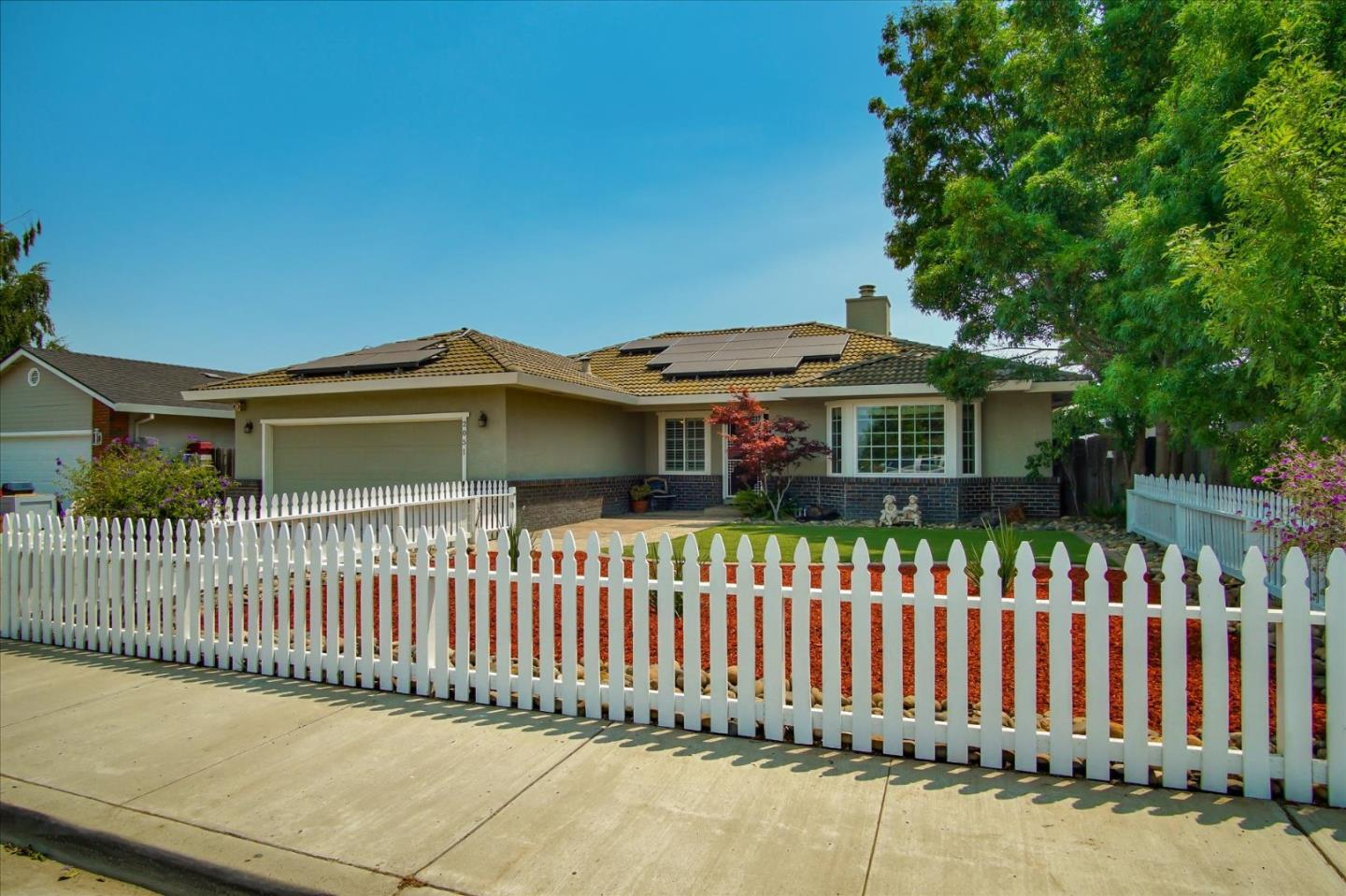 Detail Gallery Image 1 of 1 For 2051 Calistoga Dr, Hollister,  CA 95023 - 4 Beds | 2 Baths