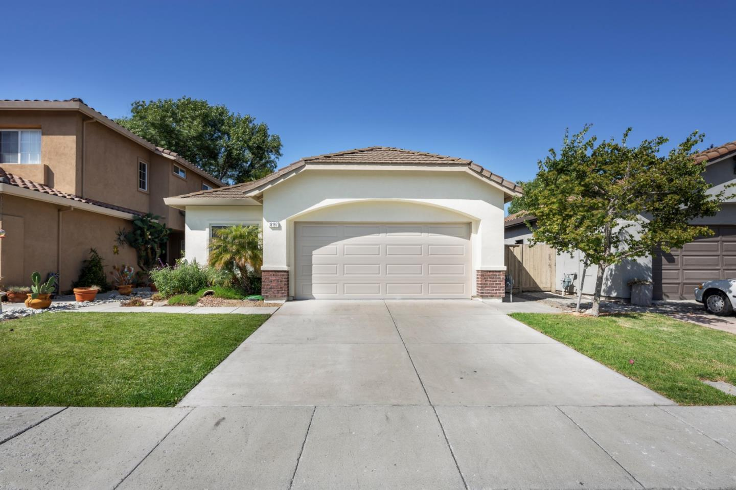 Detail Gallery Image 1 of 24 For 18197 Stonegate Ct, Salinas, CA 93908 - 3 Beds | 2 Baths