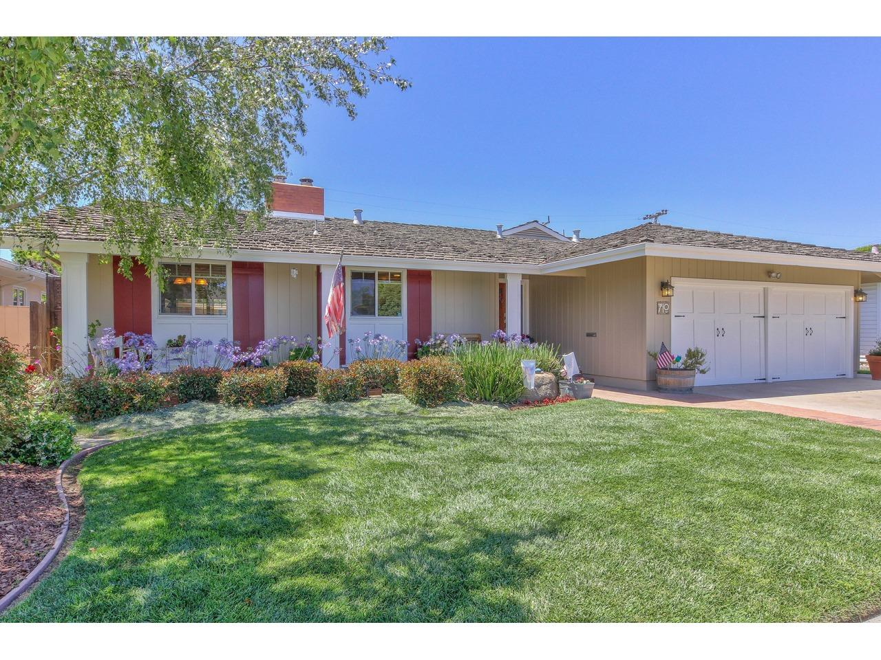 Detail Gallery Image 1 of 36 For 710 Marion Ave, Salinas, CA 93901 - 4 Beds | 2 Baths