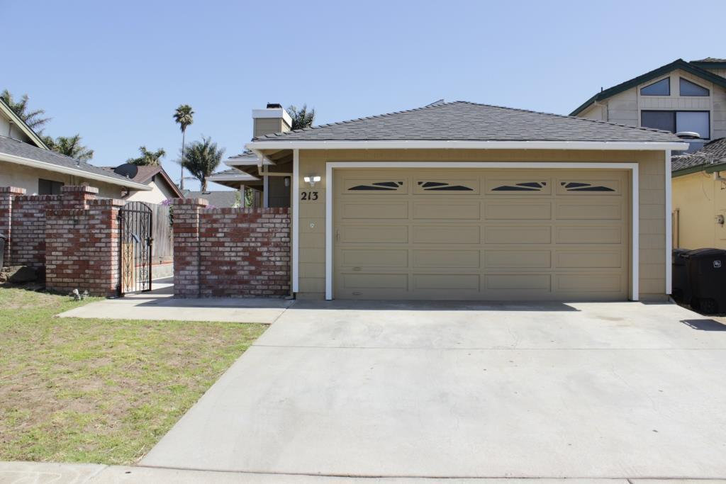 Detail Gallery Image 1 of 1 For 213 La Brea St, Salinas, CA 93906 - 3 Beds   2 Baths