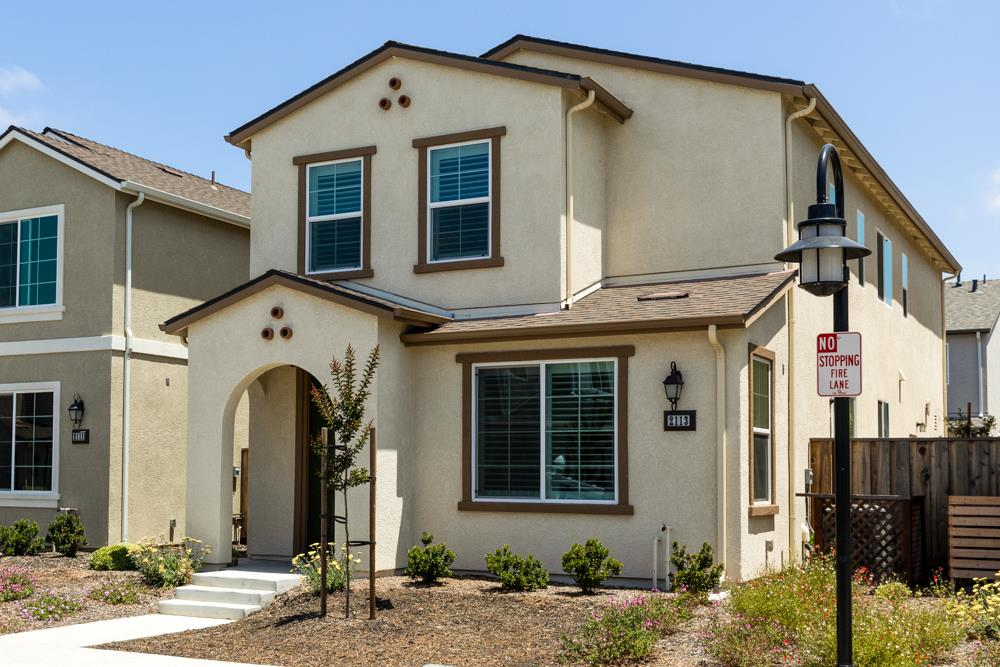 Detail Gallery Image 1 of 1 For 2113 Heartland Ct, Hollister,  CA 95023 - 3 Beds | 2/1 Baths