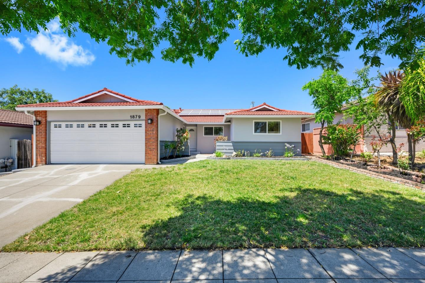 Detail Gallery Image 1 of 46 For 1879 Yosemite Dr, Milpitas, CA 95035 - 4 Beds   2 Baths