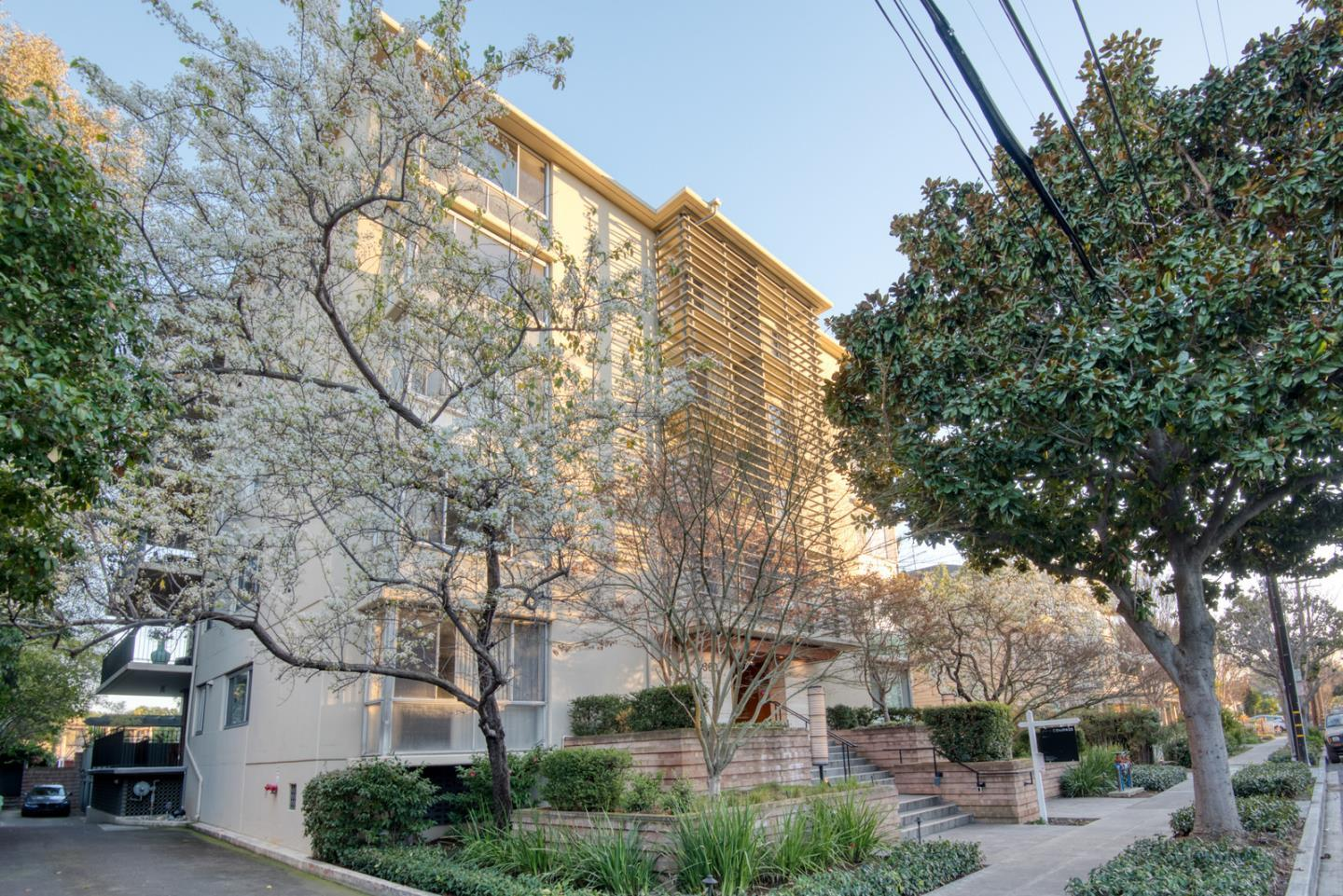 Detail Gallery Image 1 of 26 For 360 Everett Ave 5b,  Palo Alto,  CA 94301 - 2 Beds | 2 Baths