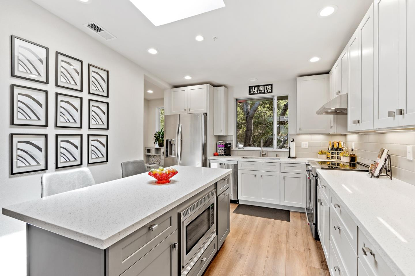Detail Gallery Image 1 of 22 For 101 Jewell St #8, Santa Cruz, CA 95060 - 2 Beds | 2/1 Baths