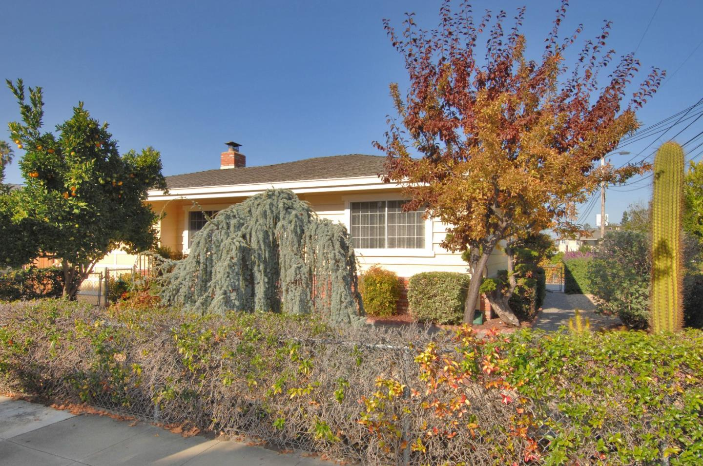 Detail Gallery Image 1 of 13 For 1541 Hawes Ct, Redwood City,  CA 94061 - 2 Beds | 1 Baths