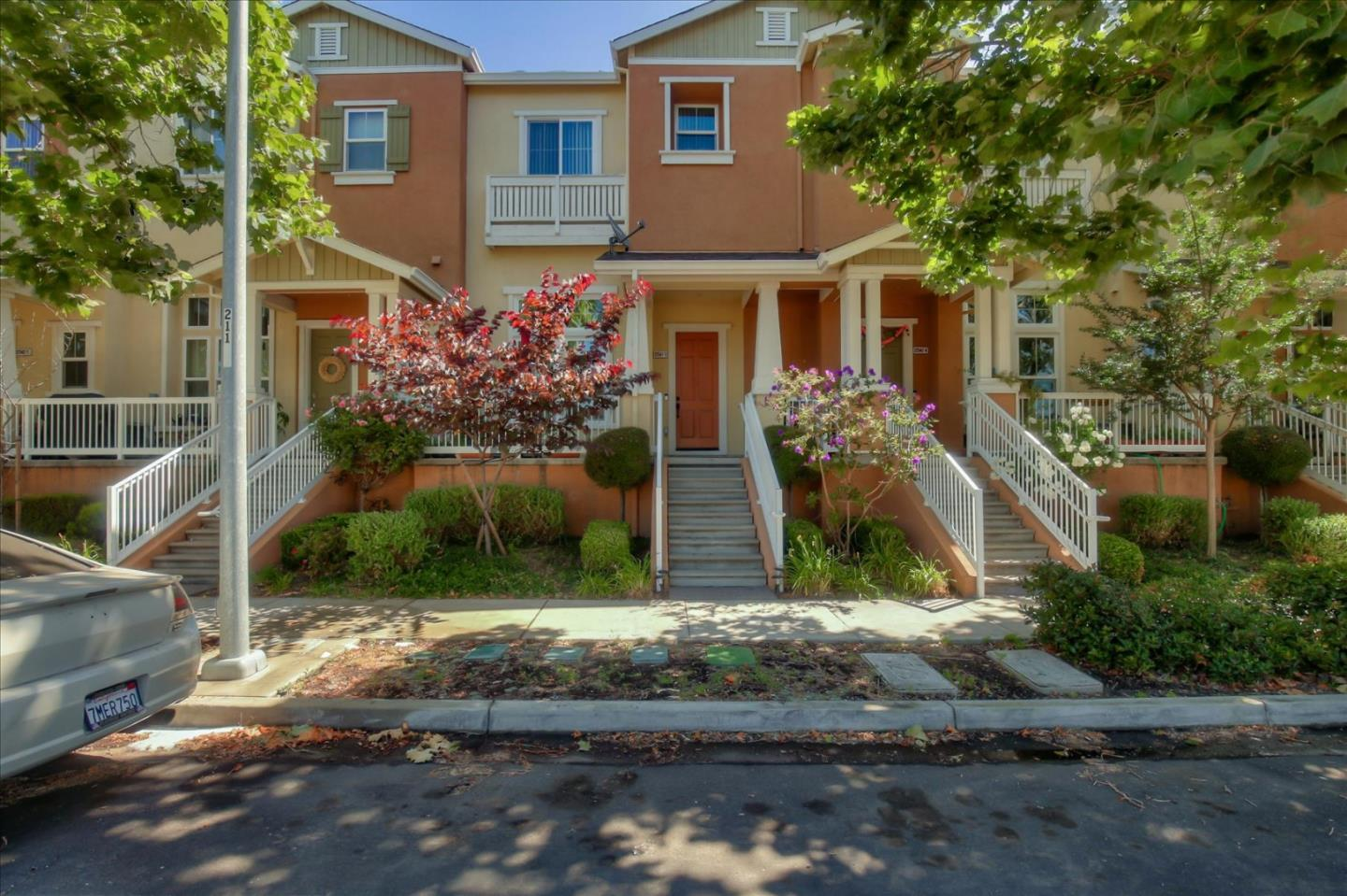 Detail Gallery Image 1 of 27 For 22542 Amador St #3,  Hayward,  CA 94541 - 3 Beds | 2/1 Baths