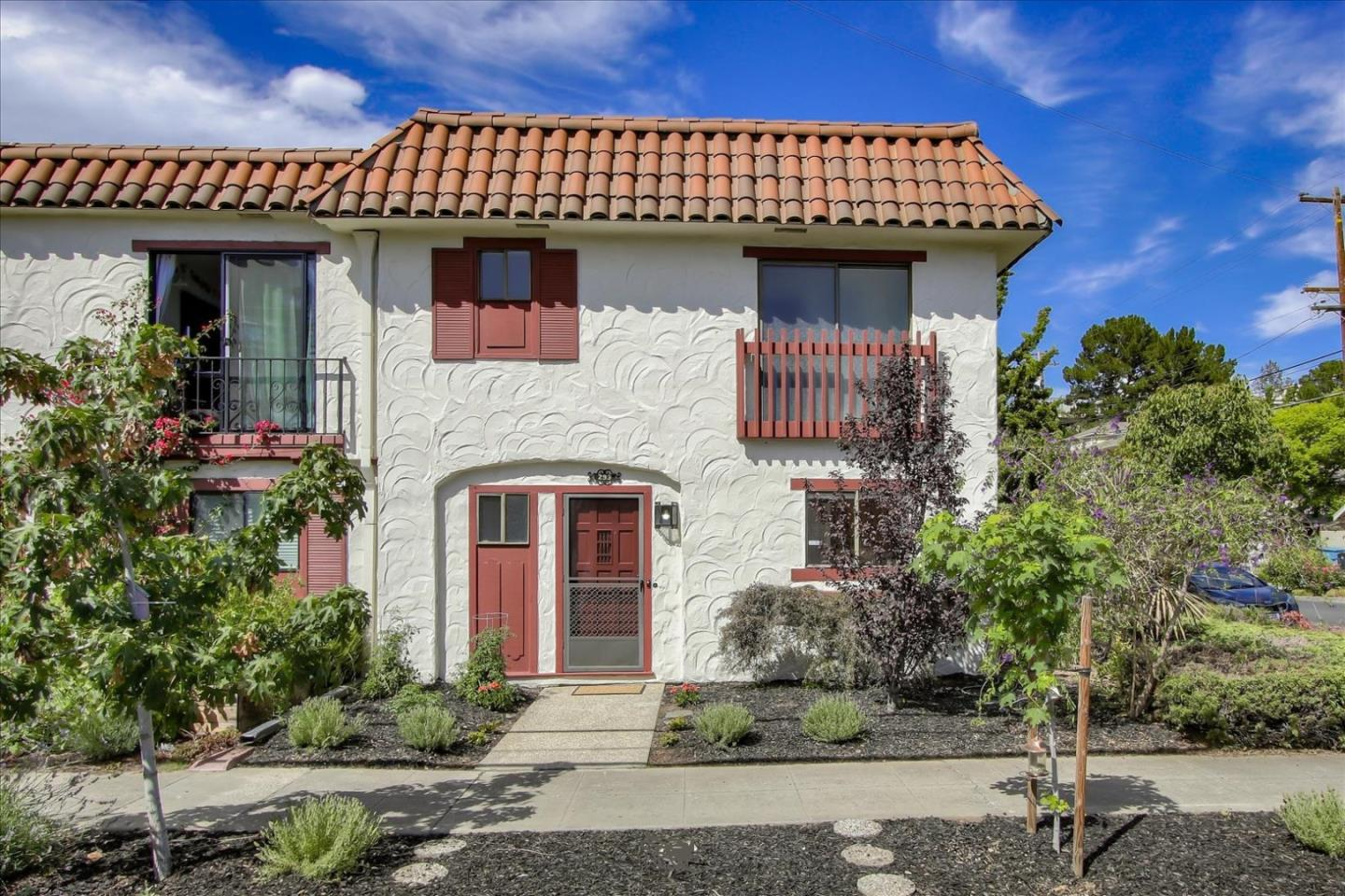 Detail Gallery Image 1 of 31 For 293 Bryant St, Palo Alto,  CA 94301 - 2 Beds | 2/1 Baths