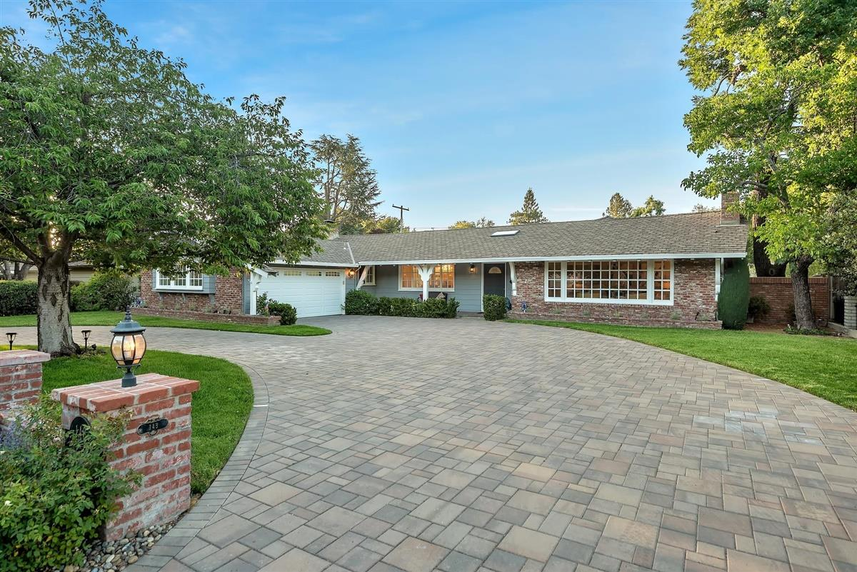 Detail Gallery Image 1 of 33 For 143 Cardinal Ln, Los Gatos, CA 95032 - 3 Beds | 2/1 Baths