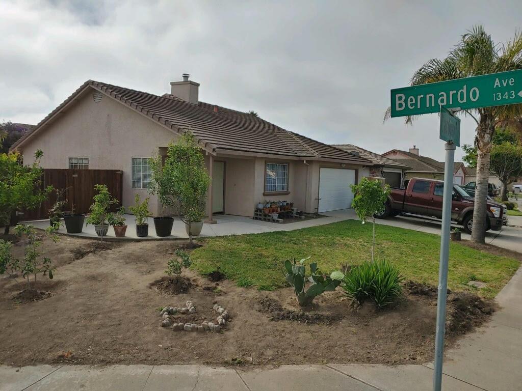Detail Gallery Image 1 of 4 For 1340 Bernardo Ave, Salinas, CA 93905 - 4 Beds | 2 Baths