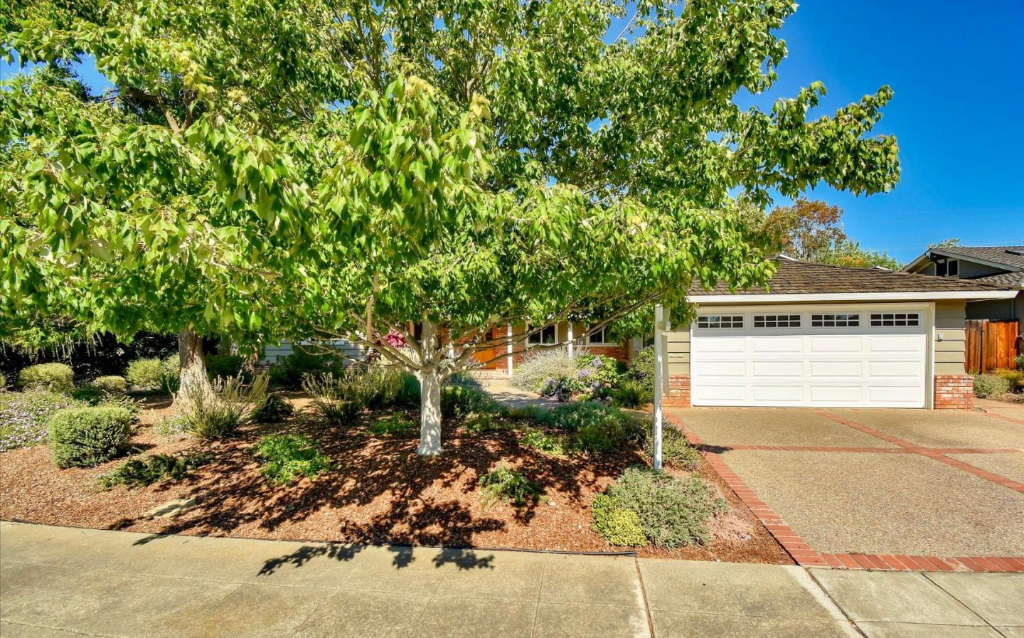 Detail Gallery Image 1 of 1 For 1857 Walnut Dr, Mountain View,  CA 94040 - 3 Beds | 2 Baths