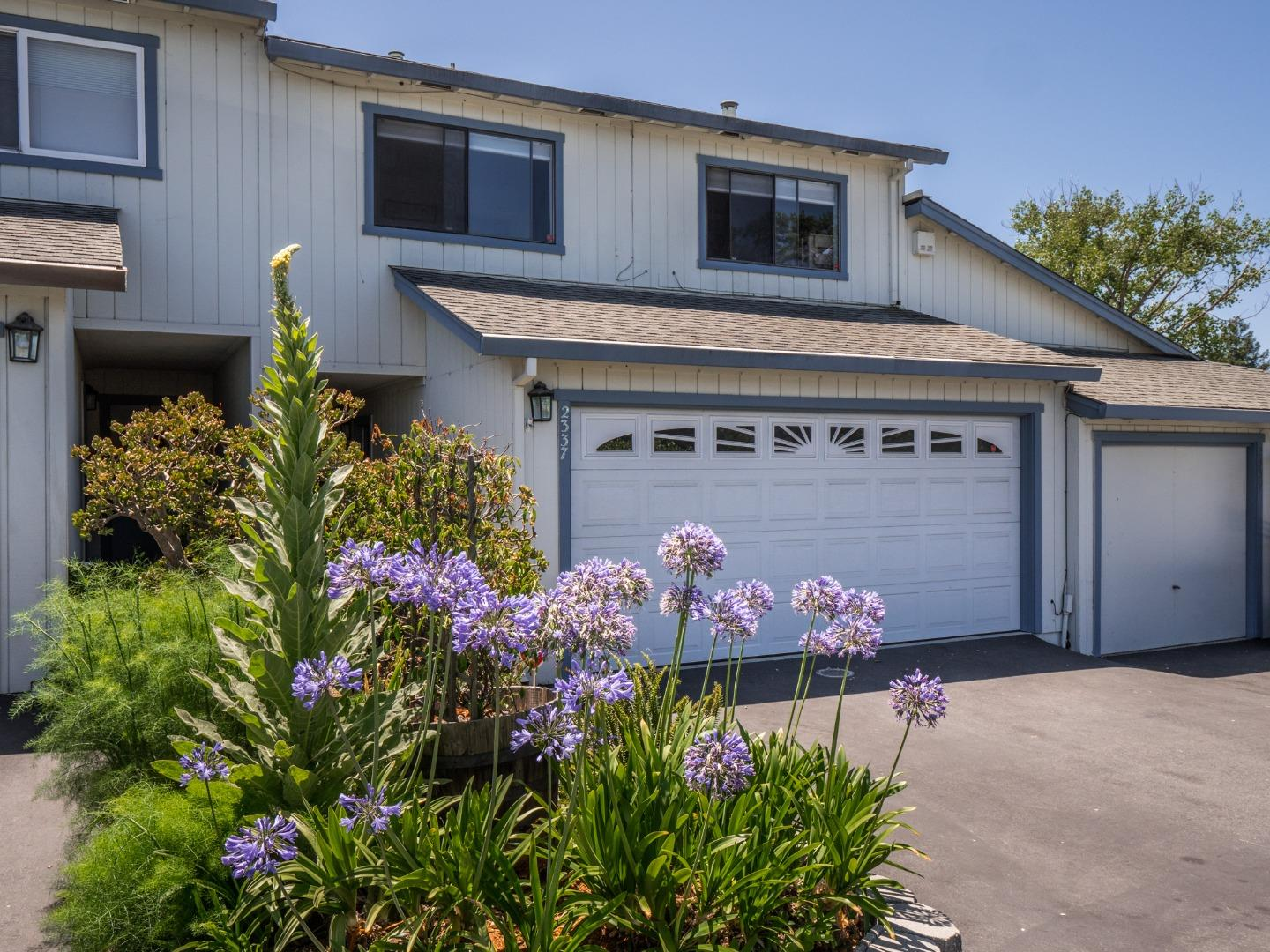 Detail Gallery Image 1 of 32 For 2337 17th Ave, Santa Cruz, CA 95062 - 3 Beds | 2/1 Baths