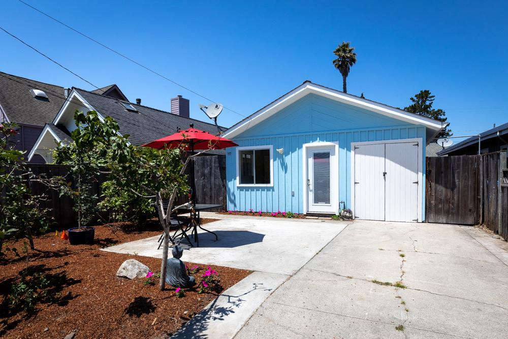 Detail Gallery Image 1 of 1 For 117 Dufour St, Santa Cruz,  CA 95060 - 2 Beds | 1 Baths