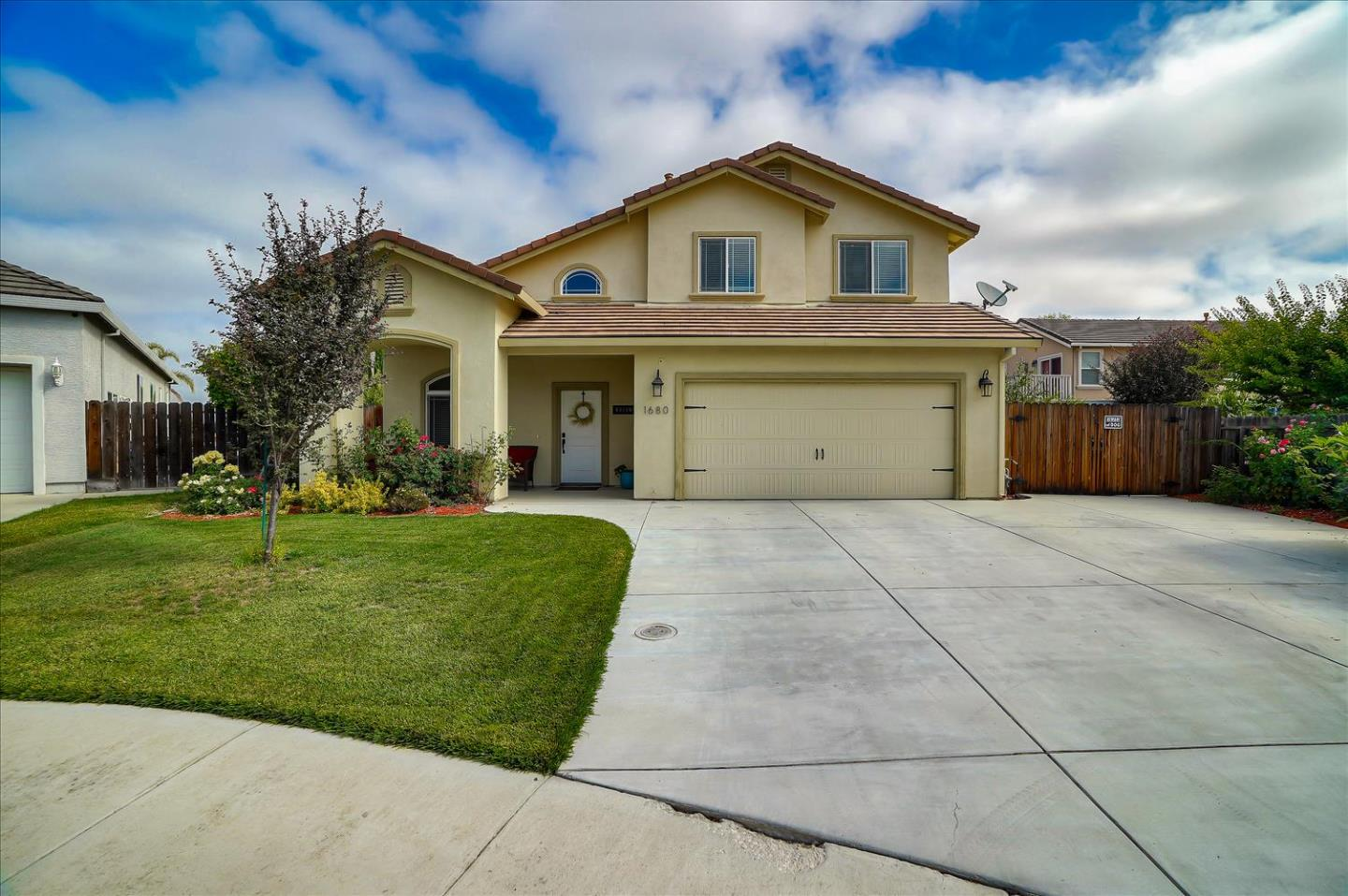 Detail Gallery Image 1 of 1 For 1680 Albany Ct, Hollister,  CA 95023 - 4 Beds | 2/1 Baths