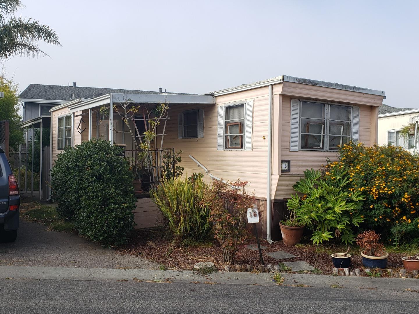 Detail Gallery Image 1 of 8 For 692 38th Ave #16, Santa Cruz, CA 95062 - 1 Beds | 1 Baths
