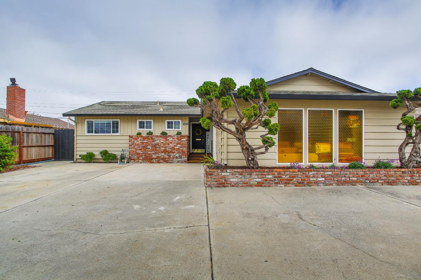 Detail Gallery Image 1 of 20 For 1058 Mcgowan Dr, Salinas, CA 93905 - 3 Beds | 2 Baths