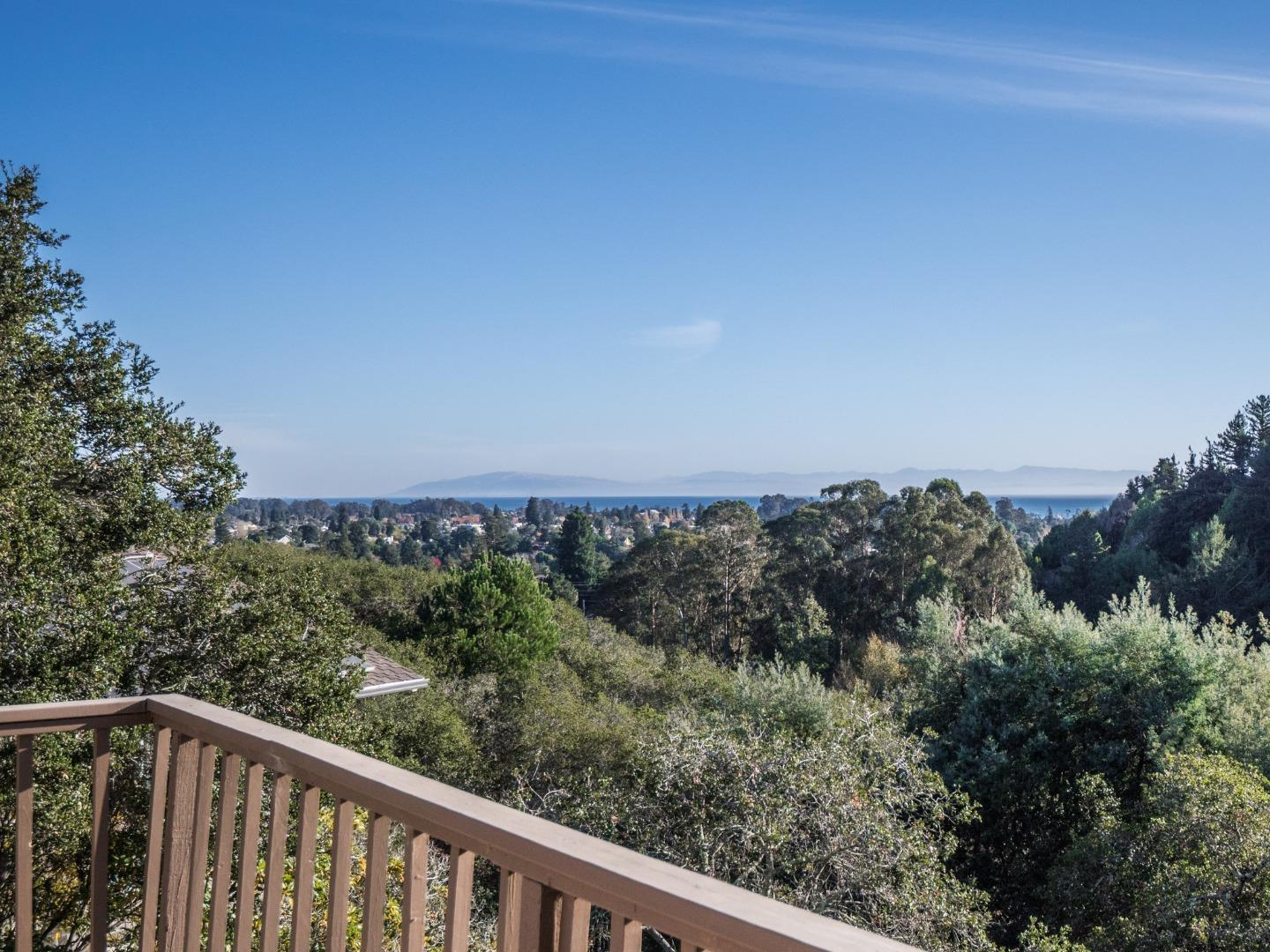 Detail Gallery Image 1 of 63 For 35 Hollins Dr, Santa Cruz,  CA 95060 - 3 Beds | 4 Baths
