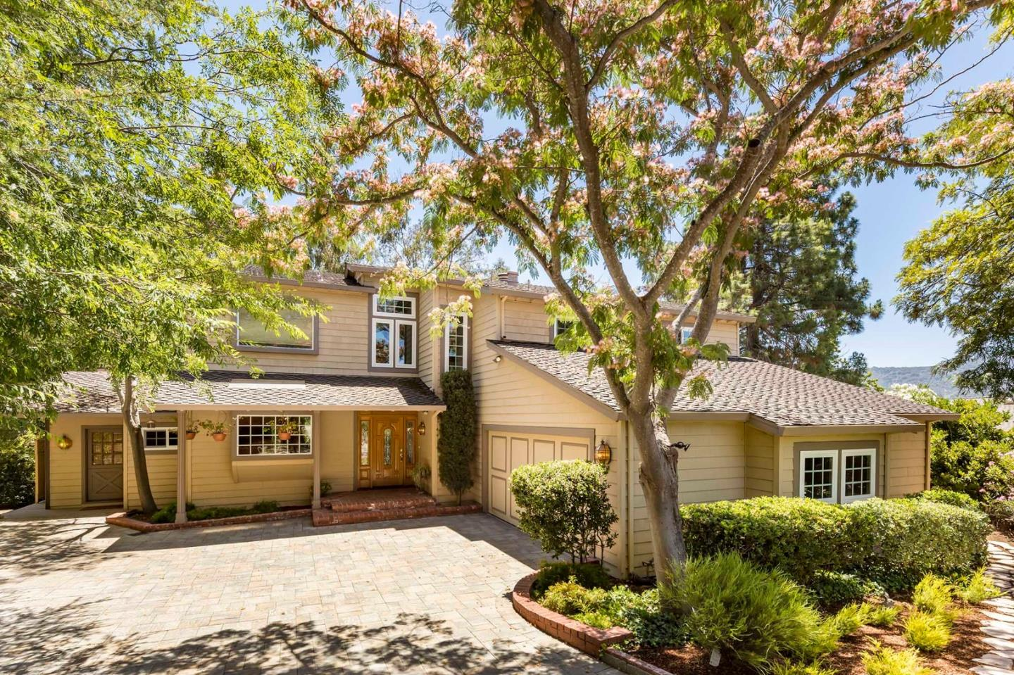 Detail Gallery Image 1 of 1 For 40 Rockpoint Ln, Los Altos,  CA 94024 - 3 Beds | 3/1 Baths
