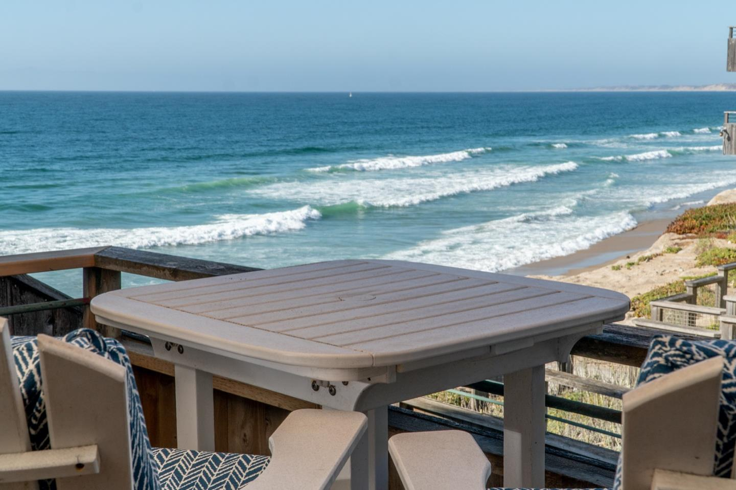Detail Gallery Image 1 of 24 For 1 Surf Way #123,  Monterey,  CA 93940 - 1 Beds | 1 Baths