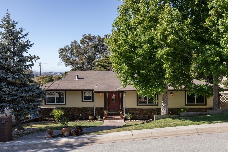 Detail Gallery Image 1 of 1 For 3939 Kingridge Dr, San Mateo,  CA 94402 - 5 Beds | 3 Baths
